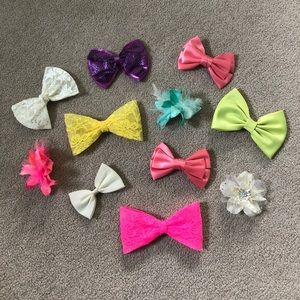 Accessories - Various Colored Bows And Hair Accessories